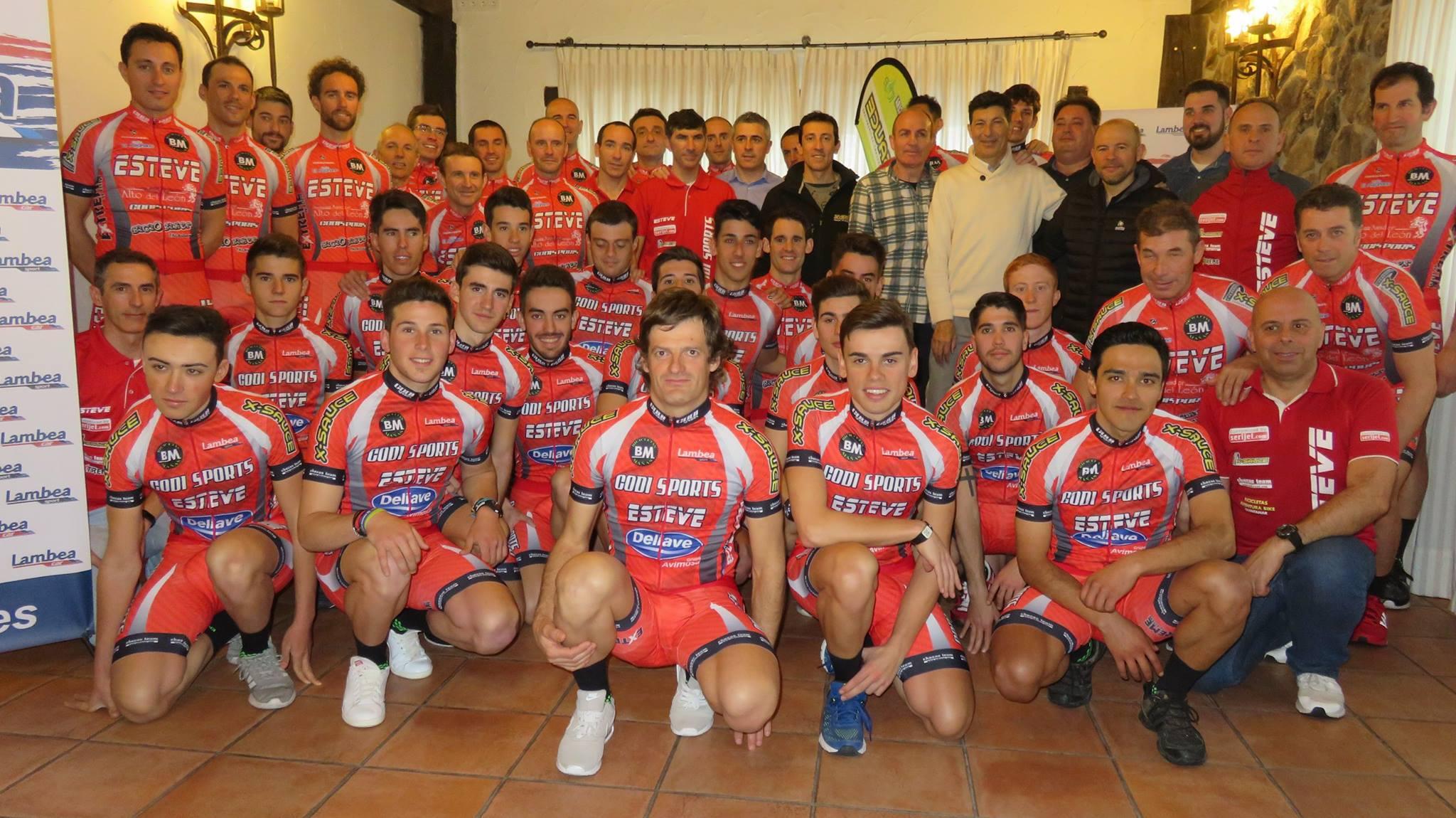 Once ciclistas segovianos en el Equipo Madrileño Esteve