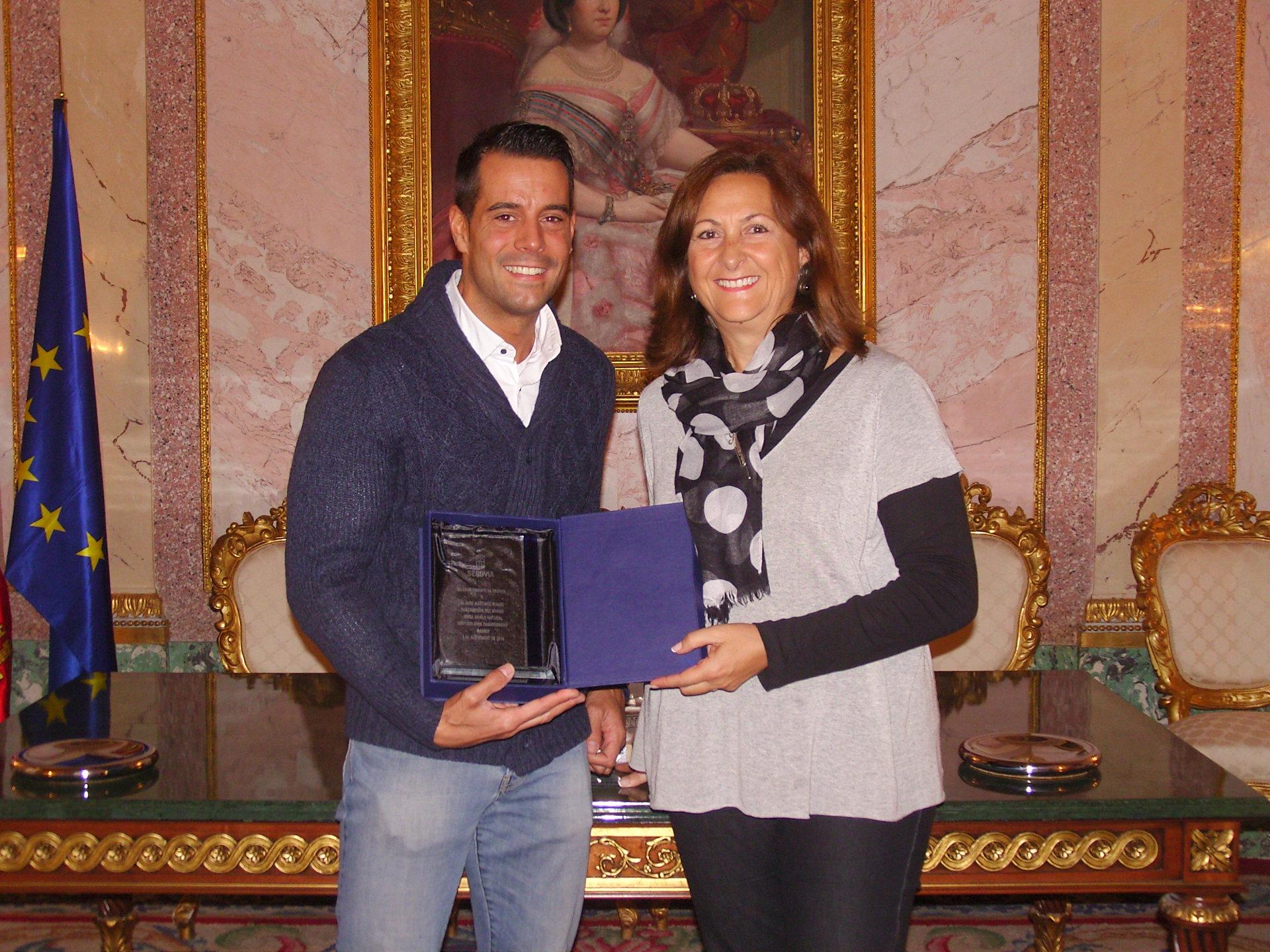 Álvaro Martínez, subcampeón del Mundo de Culturismo Natural 2016, recibe un homenaje en el Ayuntamiento de Segovia