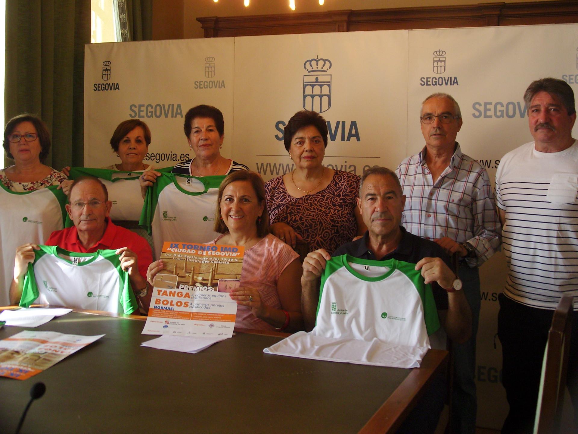 """Campeonato de Tanga y Bolos en el IX Torneo IMD """"Ciudad de Segovia"""" de Deportes Autóctonos"""