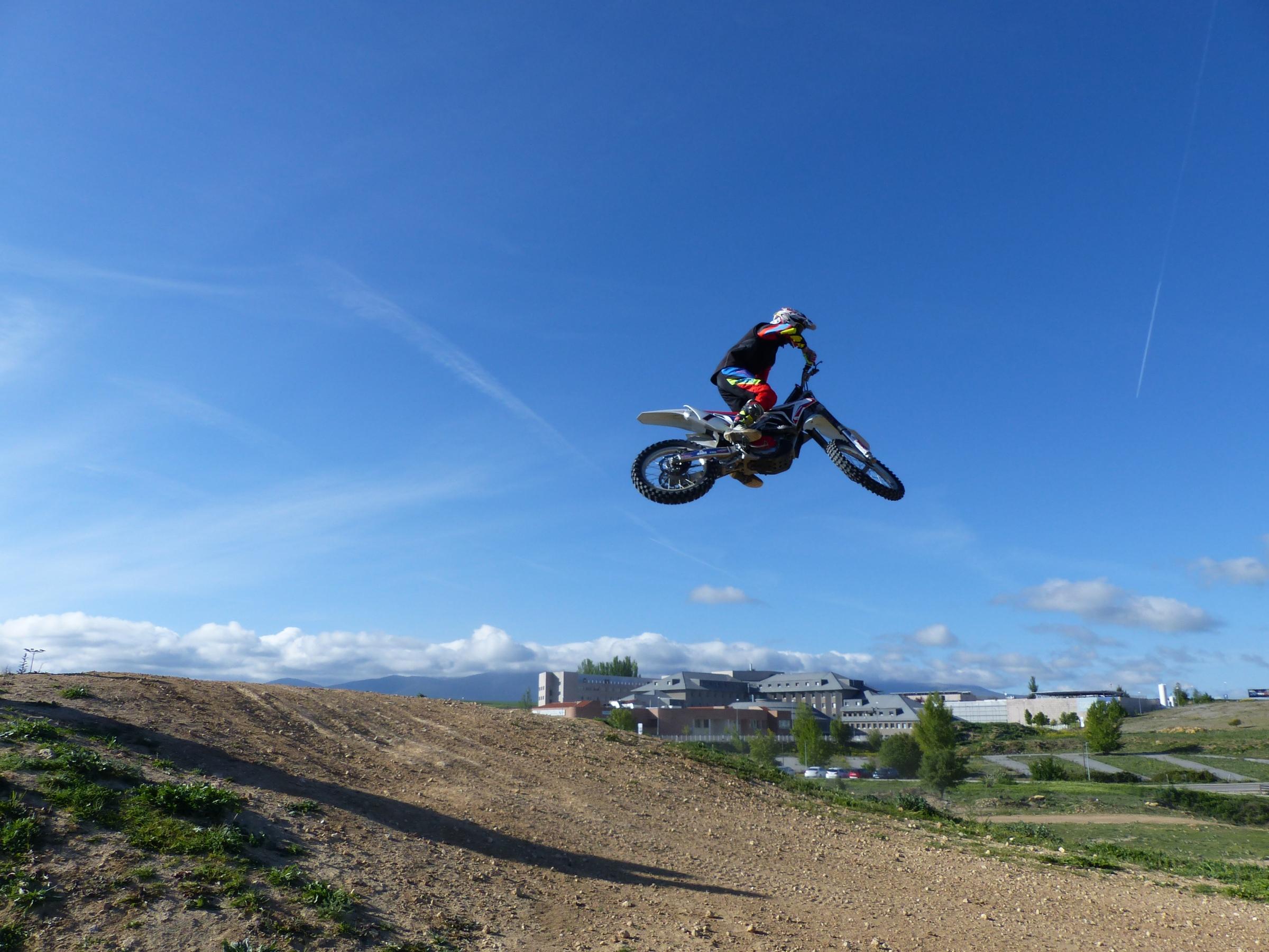 Curso de perfeccionamiento de Motocross en el Circuito de Segovia