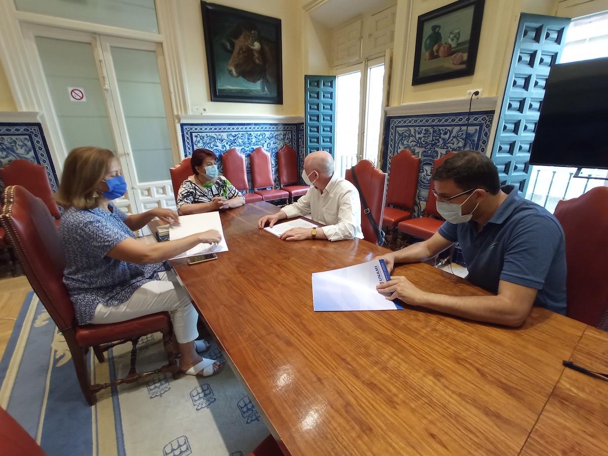 Reunión de la Alcaldesa y la Concejala de Deportes con el Presidente del Unami, CP