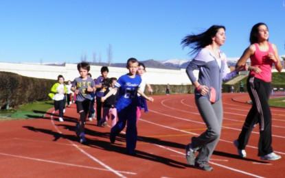 Los prebenjamines descubren el atletismo
