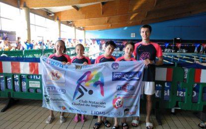 La nadadora Daniela Cecilia del Club Natación Segovia obtiene una medalla en el IV Campeonato Castilla y León Benjamín