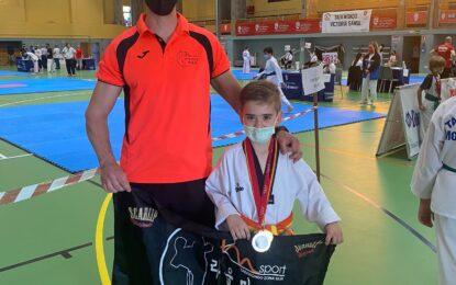 Javier Ruíz Martínez plata en el Regional de Técnica de Taekwondo