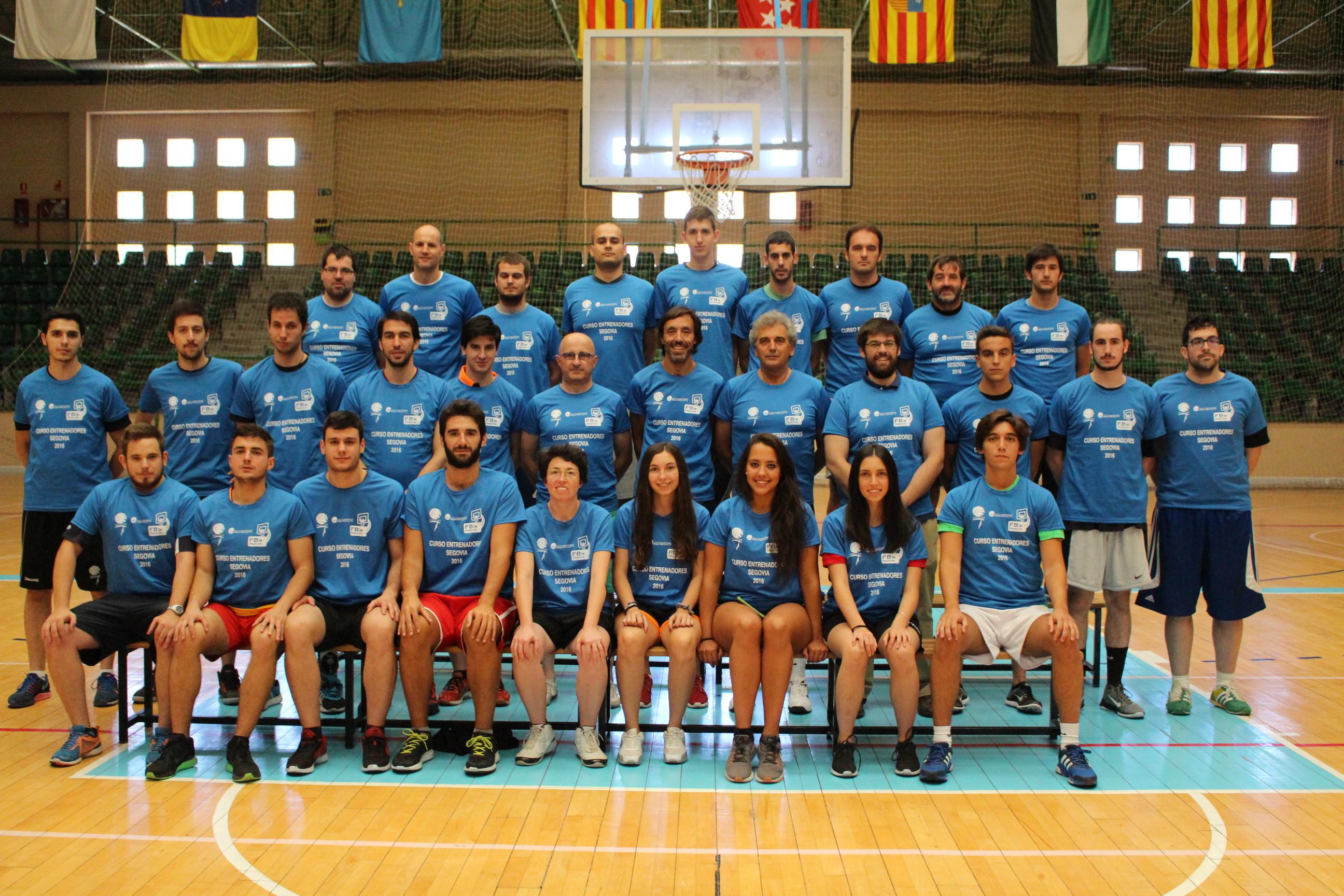Finalizó con éxito el curso de entrenador de baloncesto celebrado en Segovia