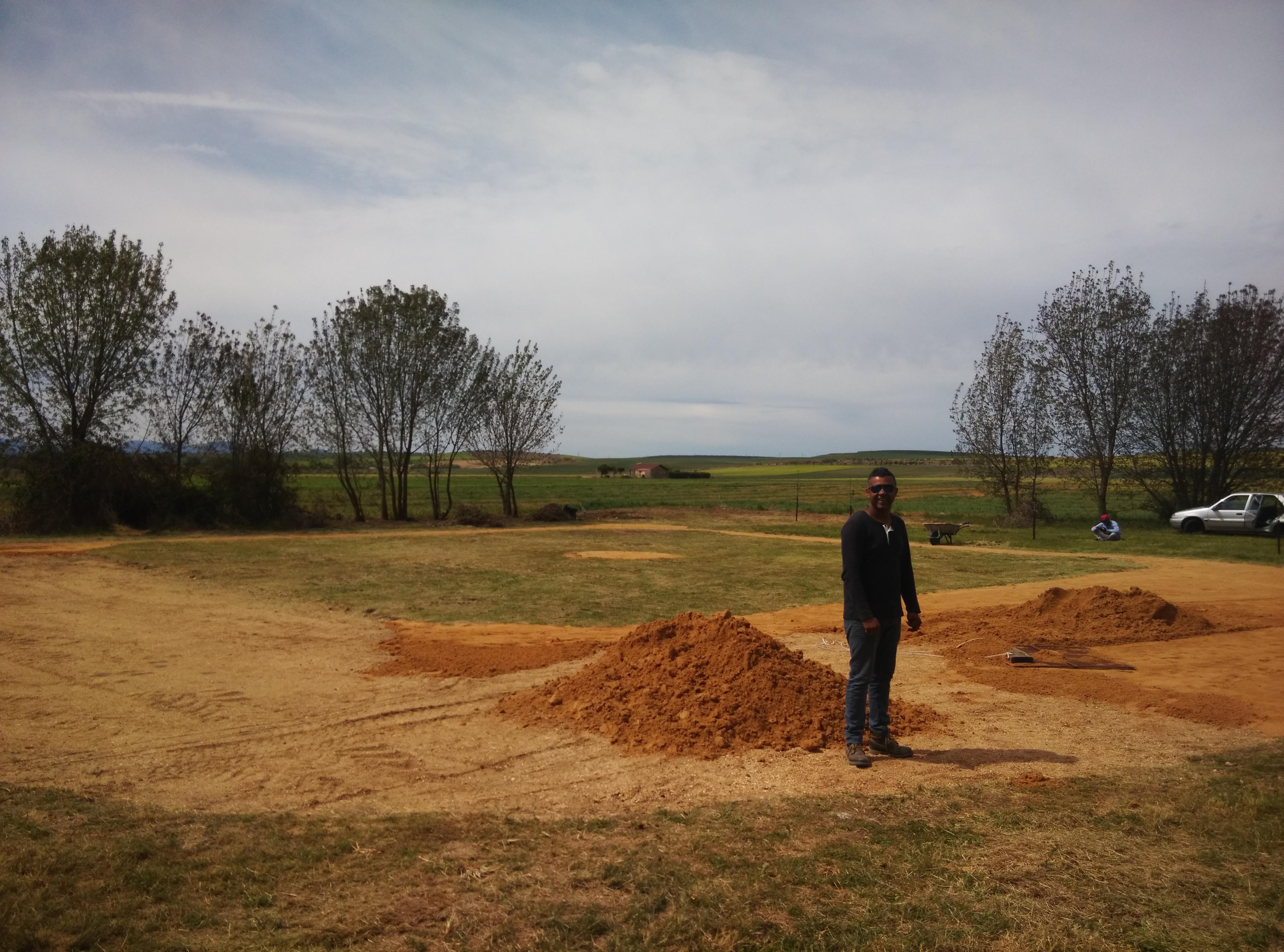 El campo de béisbol de Torredondo va tomando forma