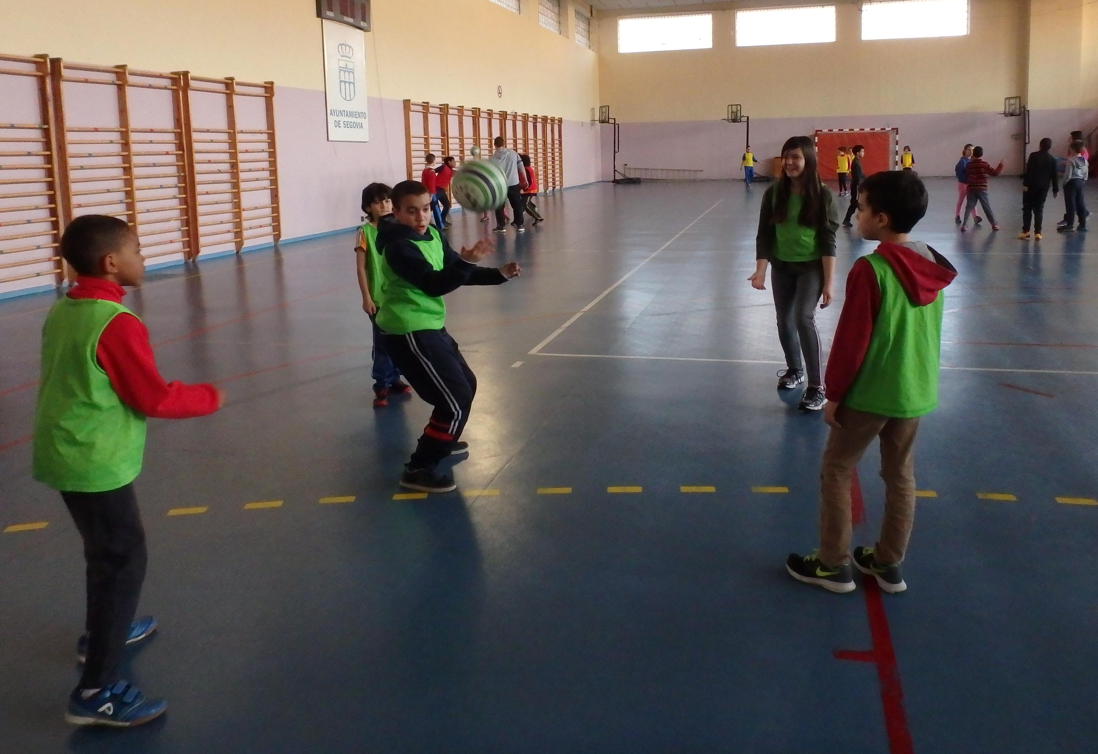 Deporte Escolar: variedad deportiva y equipos mixtos en los encuentros de los viernes