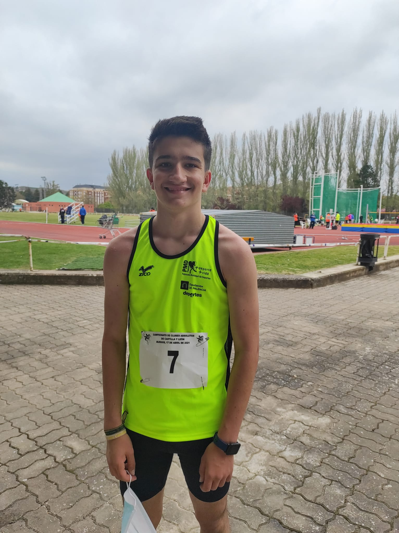 """Rodrigo Santa Elena, nuevo récord Provincial y medalla de bronce con su equipo """"Puentecillas Palencia"""""""