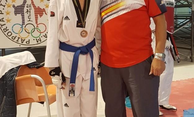 Enrique Herrero medalla de bronce  en el VI Open de Taekwndo Comunidad Valenciana