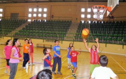"""El Deporte Escolar despide la temporada con una multitudinaria """"Miniolimpiada"""""""