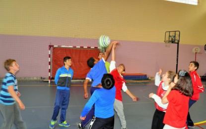 El Colpbol y los Juegos Deportivos de invasión despertaron expectación entre los escolares