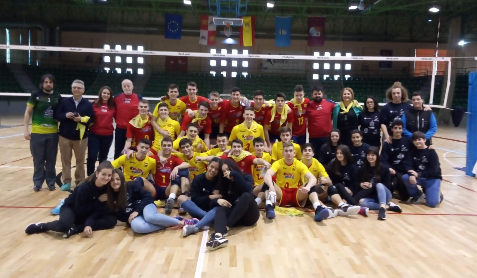 """Tarde de voleibol en el pabellón segoviano """"Pedro Delgado"""""""