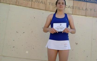 Julia Navajo, campeona de Castilla y León de Tenis en la categoría Junior
