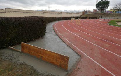 El Instituto Municipal de Deportes adecúa las curvas de las Pistas de Atletismo