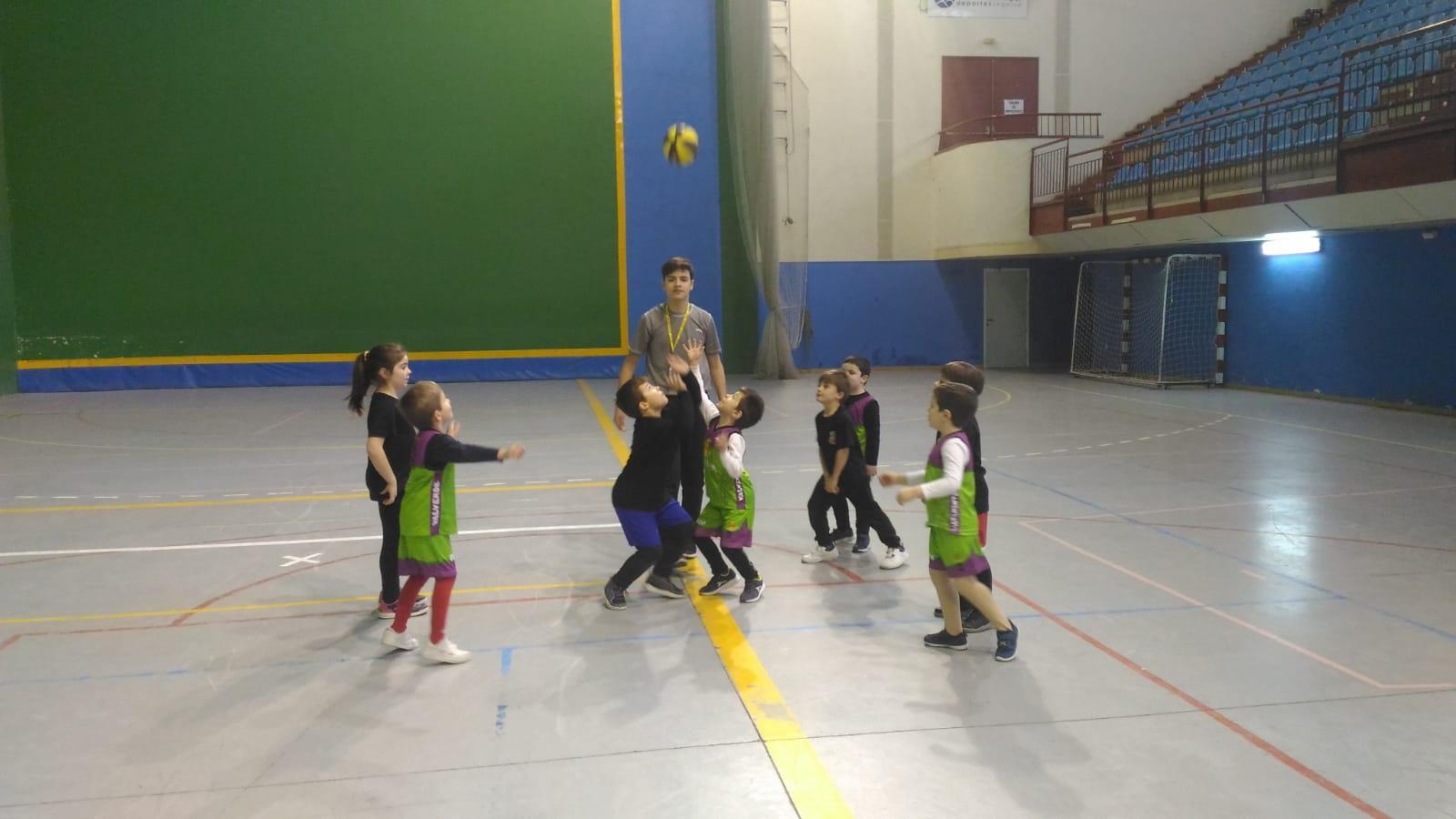 Los más pequeños también disfrutan del baloncesto